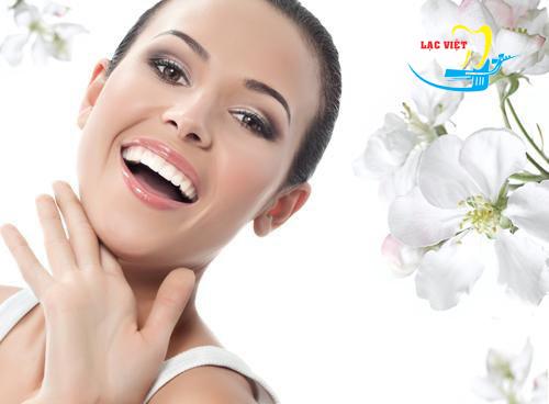 Yếu tố sinh học giữa Bọc răng sứ thẩm mỹ và mặt dán sứ veneer