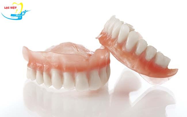 Hàm giả tháo lắp là một trong các phương pháp trồng răng giả phổ biến nhất cho người cao tuổi