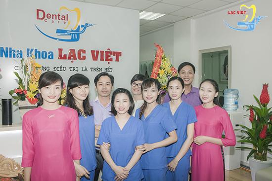 đội ngũ các y bác sĩ trồng răng sứ tại nha khoa Lạc Việt