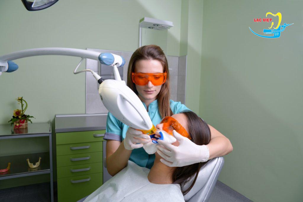 tẩy trắng răng giá bao nhiêu bằng laser whitening