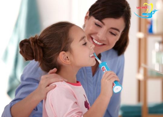 Lưu ý khi dùng bàn chải đánh răng điện