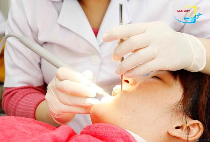 nhổ răng khôn khi mang thai có nên hay không
