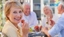 Hiểu hơn về phương pháp Bọc răng sứ Titan cho người già