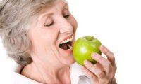 Trồng răng cho người già bằng biện pháp nào là hợp lý nhất?